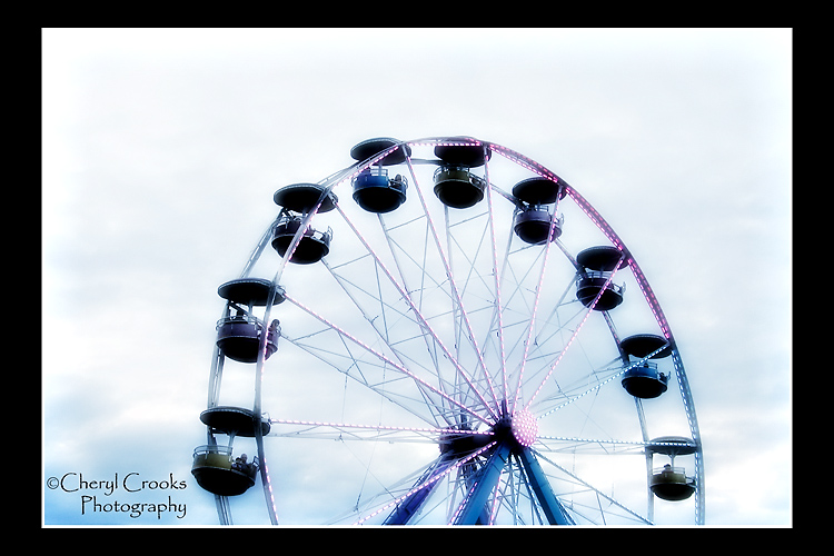 Don't you just love the nostalgic feeling of the ferris wheel?