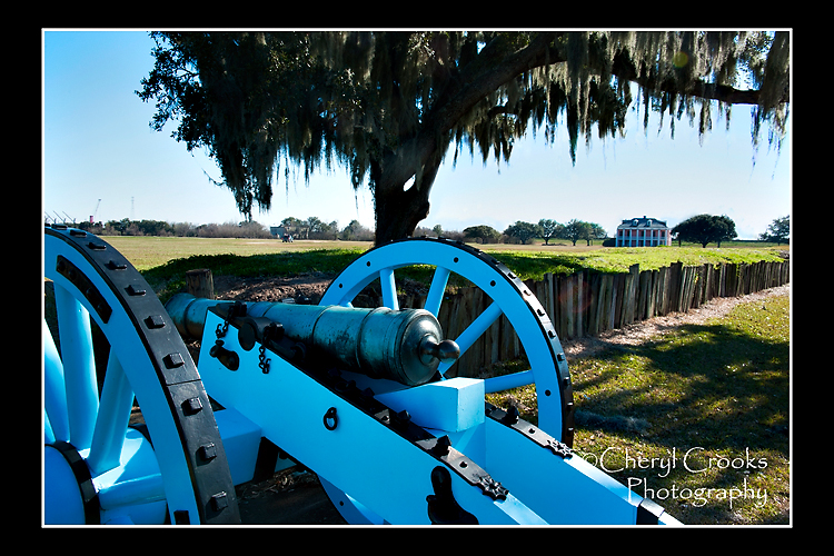 The rampart at the Chalmette Battlefield was reconstructed and today cannons are positioned behind it.