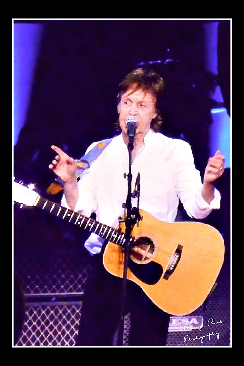 Between songs, McCArtney told ancedotes about the Beatles and his bandmates.