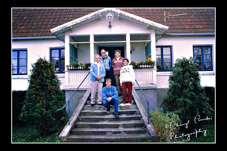 My parents visited the farm in Anga during their trip to Gotland and met the farmer and his wife who lived there. My mother's cousin Bengt, left on steps and his son, Sivert, seated, joined them.